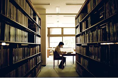 総合情報センター(附属図書館)...